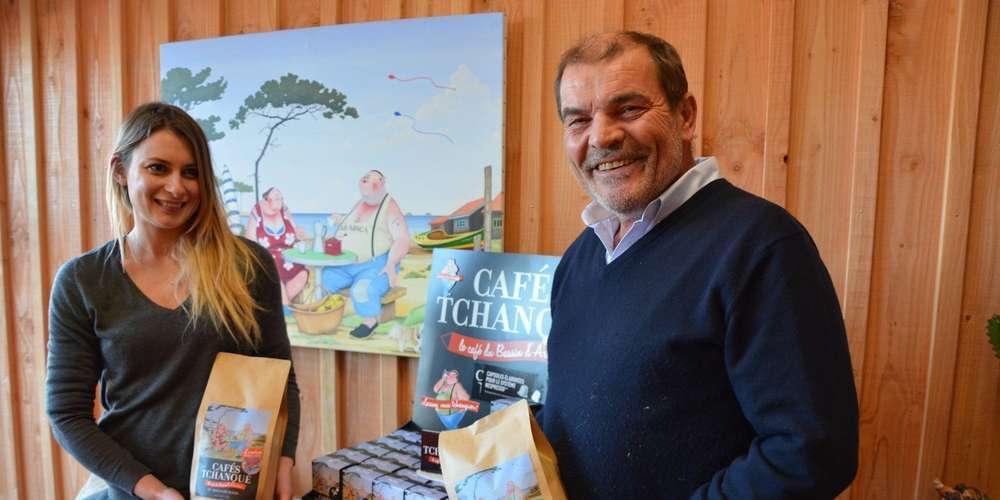 nicolas-belange-et-aurelie-commerciale-devant-la-gamme-des-cafes-tchanque
